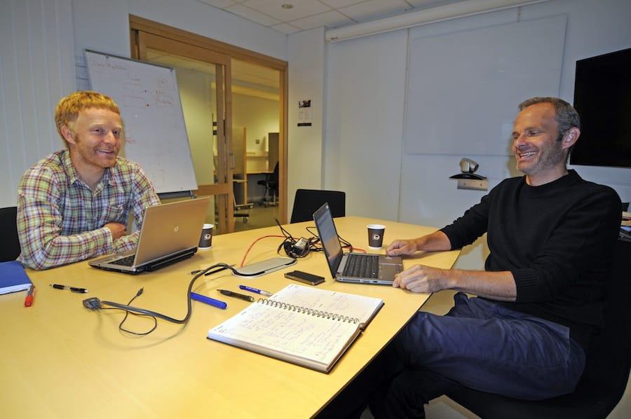 ccc3dc73 På kontoret: Rekrutteringsansvarlig Arne Litlere og daglig leder Børge  Gjeldvik på kontoret i Molde.