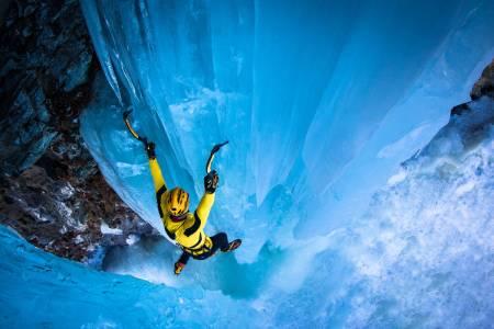 Thomas Bubendorfer klatrer i Cogne, Italia. Foto: Lorenzo Belfrond