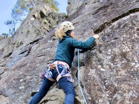 HVA TRENGER DU PÅ CRAGGET? Her får du basisracket for å klatre utendørs på boltede klatreruter. Foto: Lisa Kvålshaugen Bjærum