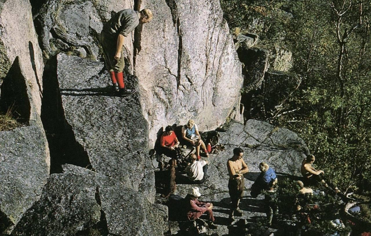 Nyere tider: Gårdsplassen på 60-tallet. Se nederst i saken for bildet i originalt format. Foto: Ola Hanche Olsen