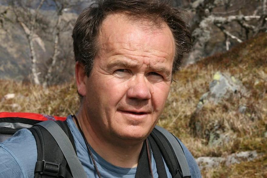 KRITISK: Jon Gangdal mener det pågående kunstprosjekt i Østveggen på Kolsås ikke er kunst, men skjending av et av Norges mest unike fjellformasjoner.