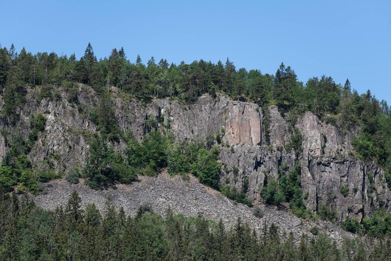 ØSTVEGGEN: I juli måned skal fire klatrere innøve en koreografi som skal avsluttes med en forestillingsdag der målet er å undersøke hvordan fjellet synlig og usynlig påvirker oss mennesker. Prosjektet heter The Mountain Body. Foto: Istvan Virag