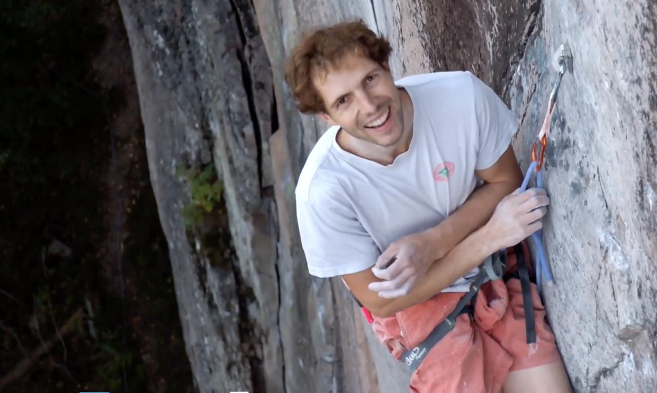 Erik Grandelius er en av Nordens sterkeste og mest allsidige klatrere. Se filmen da han gikk Fuglesang (9a) på Lier. Foto: Skjermdump/Tellef Storebakken