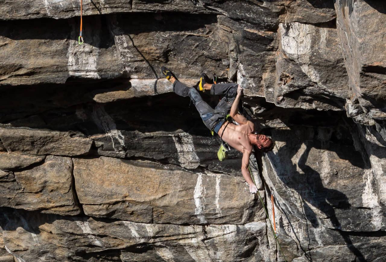 Stefano Ghisolfi andrebestiger Change (9b+) på Hanshelleren i Flatanger. Foto: Henning Wang.