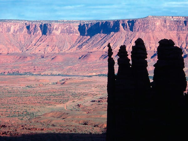 VAKKERT: The Fisher Towers i Utah. Foto: Wikipedia.org