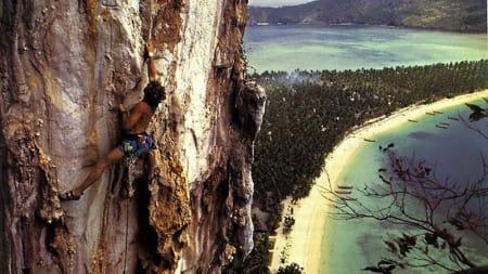 Klatring på Phi-Phi. Foto: National Features