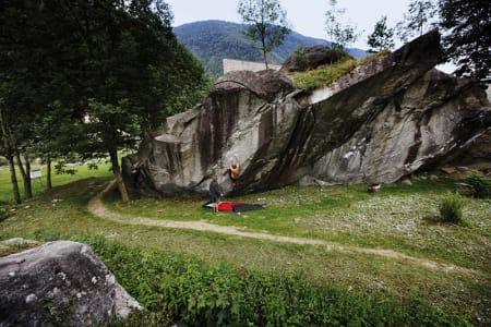 ROMSKIP:Dag Hagen og Mikko Juvonen jobber på 7B-en bak kulturhuset. Foto: Anne Charlotte Haugen.