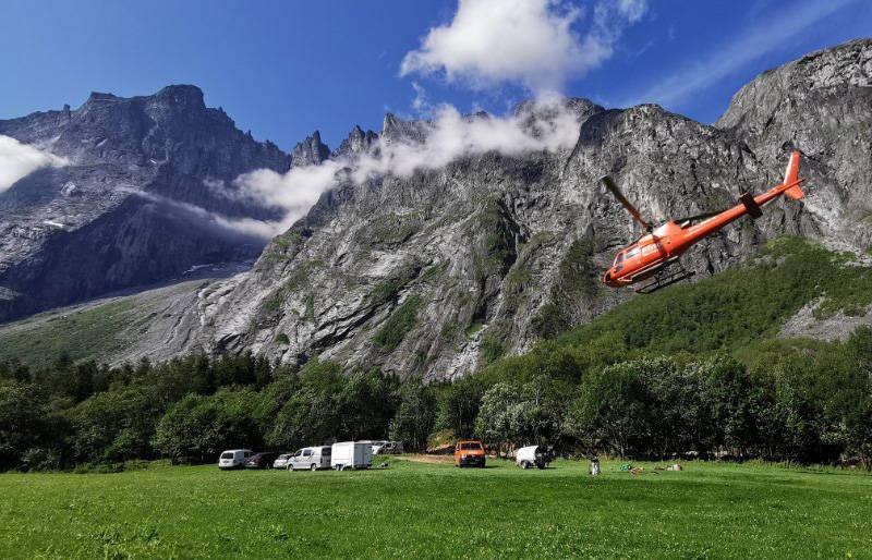 RAPPORT UTE: Rapporten etter ulykken hvor to tsjekkiske klatrere mistet livet i Trollveggen i juli er klar. Foto: Romsdal Fjellredningsgruppe / Kevin Kolstad