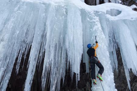 Kaldt vann: Vinterklatring er fantastisk, byr også på kalde møter med naturen. Det kan få alvorlige følger. Foto: Nikolai Kolstad