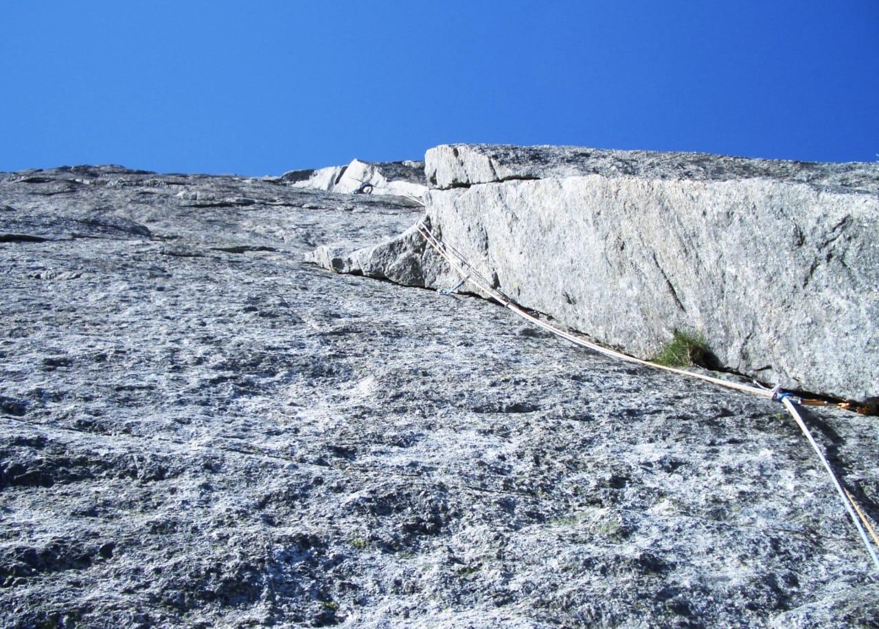 Hvor er klatreren? Ikke lett å vite hva man skal gjøre om uhellet er ute, langt der oppe. Fra Taremarebyen i Uskedalen. Foto: Odd Magne Øgreid
