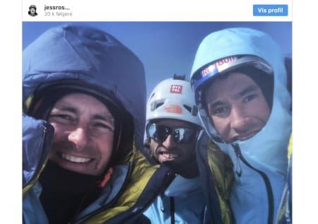 Jess Roskelley, Hansjörg Auer og David Lama, omkom i et snøskred i Canada. Her er de etter all sannsynlighet på toppen av ruta de skulle klatre. Ulykken skjedde i s fall på vei ned.