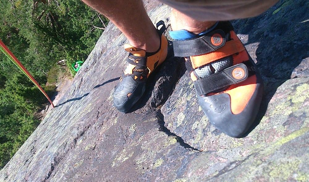 Dobbelttest av sko på Vardåsen utenfor Oslo. Foto: Dag Hagen