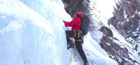Erik Neergaard leder på 2. taulengde på Rjukanfossen. Foto: Dag Hagen