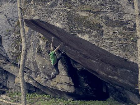 Rok Klancnik på Bügeleisen (V14/15) i Østerrike. Skjermdump fra filmen.