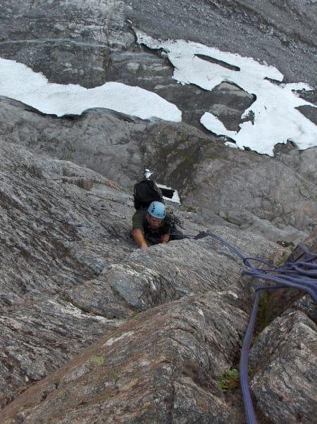 Ole Johan Sæther følger på 5. taulengde på Norskeruta. Foto Sindre Sæther.