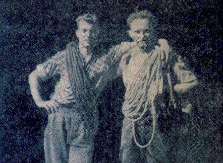 Ser du hvem dette er? Ja, ganske riktig; det er Ralph Høibakk til venstre og Arne Randers Heen til høyre. Bildet er tatt for Åndalsnes avis, etter deres bestigning av Trollryggen.