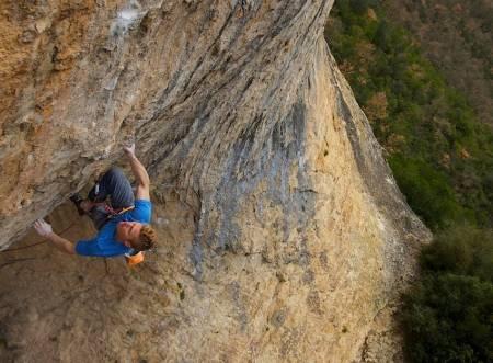 Magnus Midtbø rekreasjonsklatrer i Terradets, Spania. Foto: Henning Wang