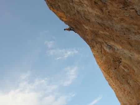 Overhengende klatring i Spania har blitt lettere de siste årene. Foto: Dag Hagen