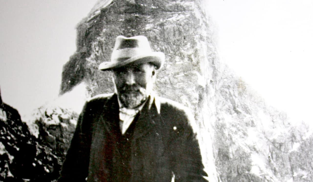 LEGENDE: William Cecil Slingsby fotografert i Skagastølstindane tidlig på 1900-tallet.