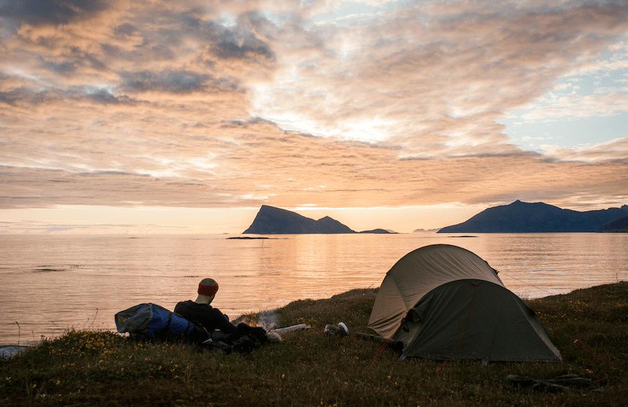 Det er ikke alltid teltturen ser slik ut, noen ganger trenger du teltet til å beskytte deg mot vær og vind. Foto: Marte Stensland Jørgensen